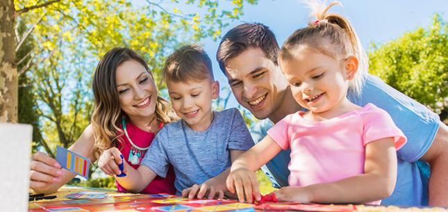 Activités manuelles et jeux en famille